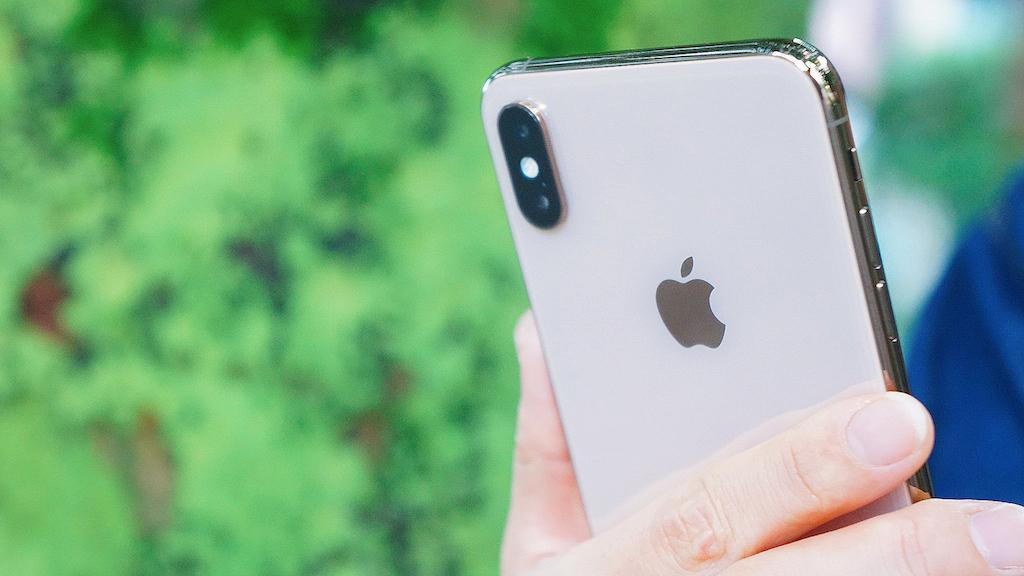 新型iPhone、全3機種が高解像度セルフィーカメラ採用?レンズを隠す新技術も