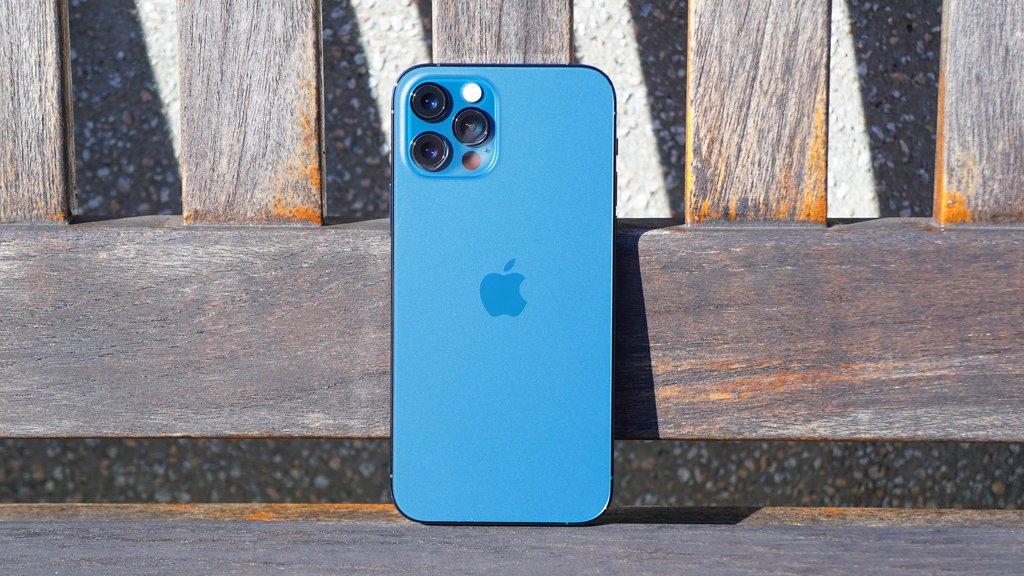"""iPhoneの衛星通信機能は一部地域のみ対応か。""""13""""は非対応の噂"""