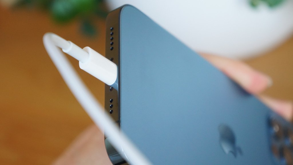 iPhone 13、一部モデルでLightning廃止の噂。USB-Cも搭載せず