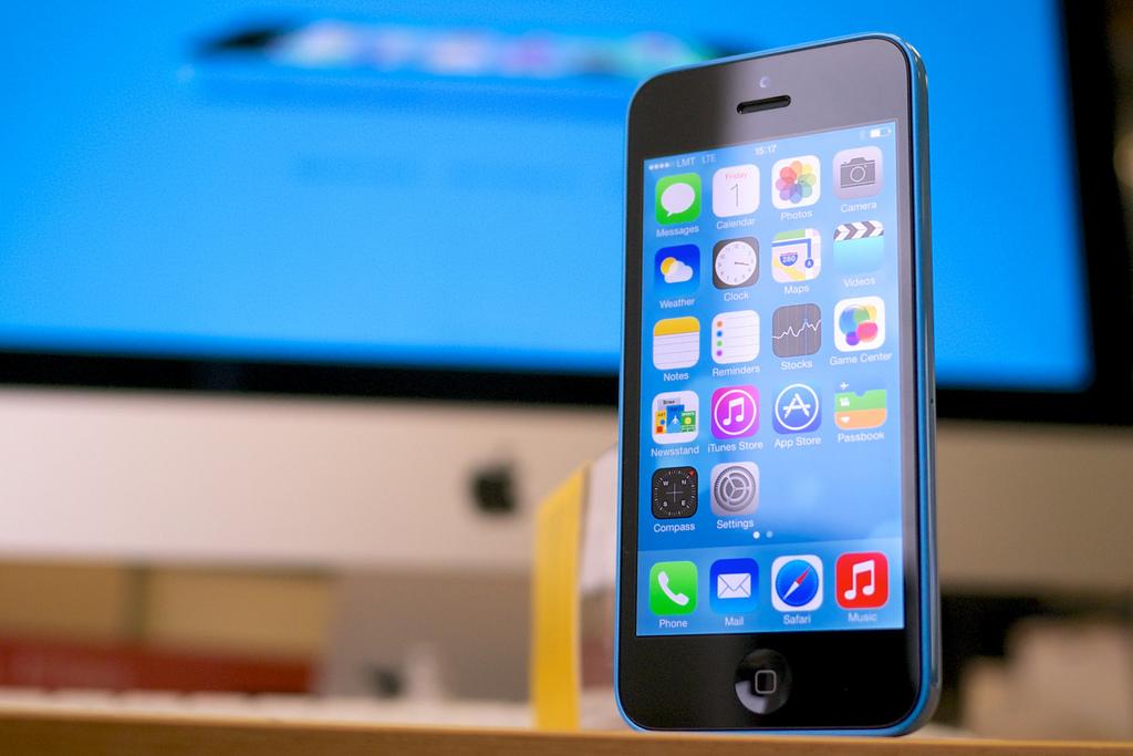 iPhone 5cが至近距離でショットガンを撃たれた25歳の生命を救う