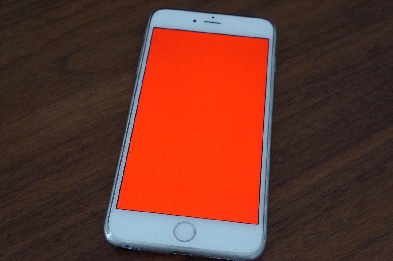 iPhone 6 Plusに訪れた突然の「真っ赤な画面」――対処方法を解説します