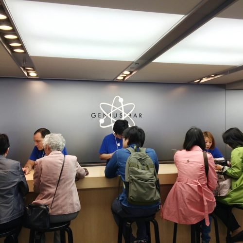iPhone 6sが突然終了する不具合、修理プログラムに申込殺到で2週間待ちに