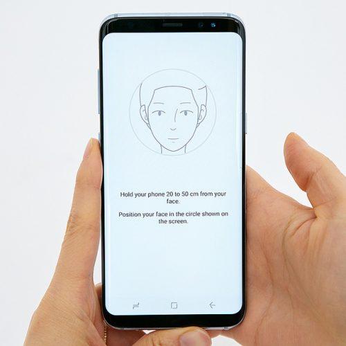 iPhone 8の噂:顔認証「Face ID」は指紋認証よりも高速、机に置いたままでも利用可能に?