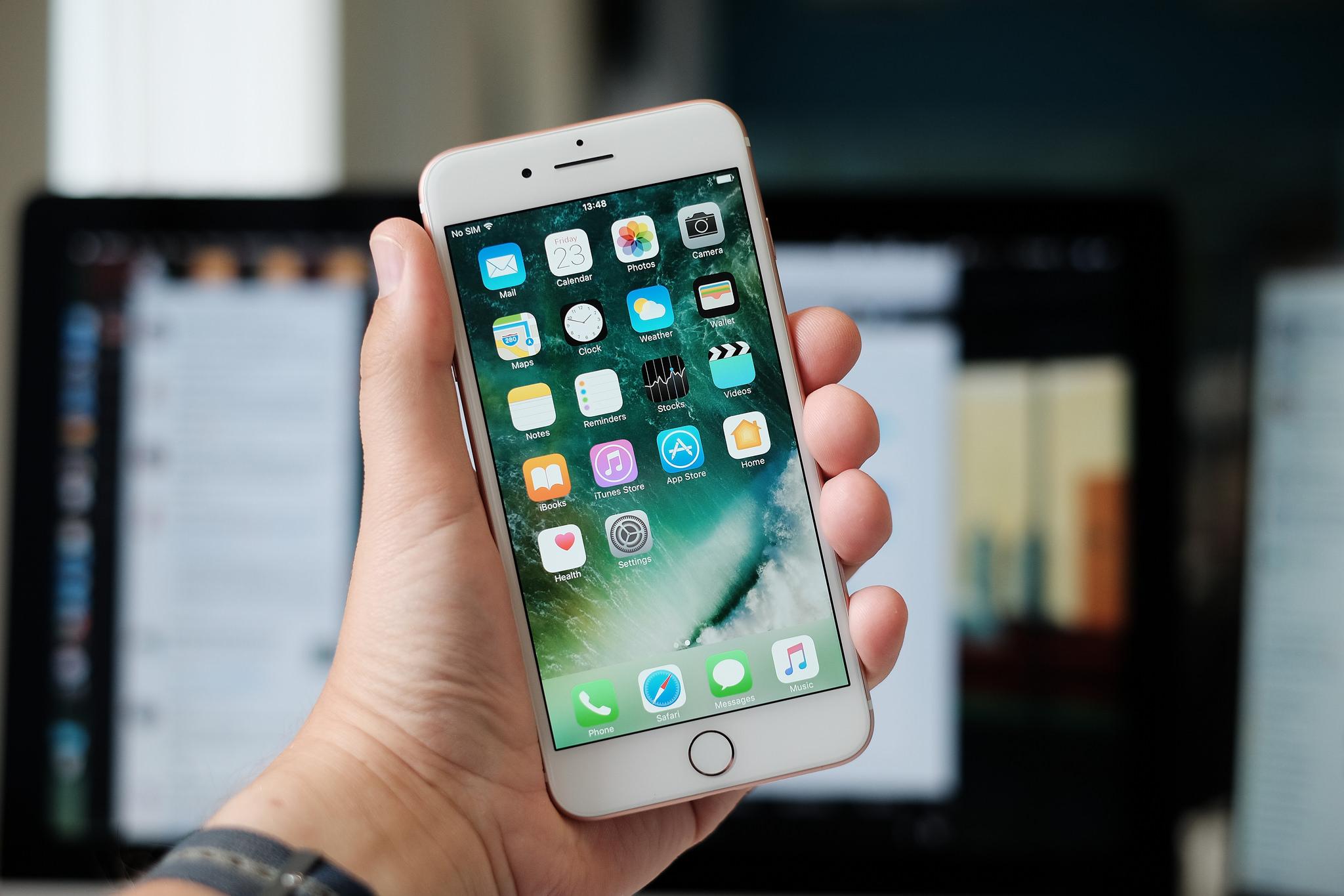 au、新規・のりかえで大幅値下げ。iPhone 8は3.6万円、Xperia 8は2.7万円に