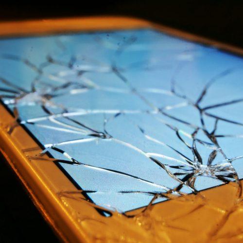知ってる?高校生は割れたiPhoneを「バキフォン」と言う