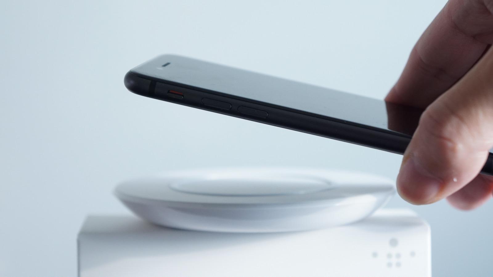iPhoneの高速ワイヤレス充電、充電時間が1時間30分短縮でケーブル充電並みに
