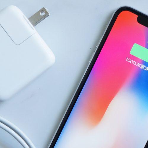 「iPhone X」をわずか1時間50分でフル充電する「高速充電」をレビュー