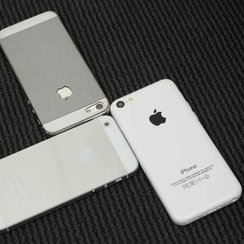 iPhone5SとiPhone5C(廉価版iPhone)とされる画像がリーク