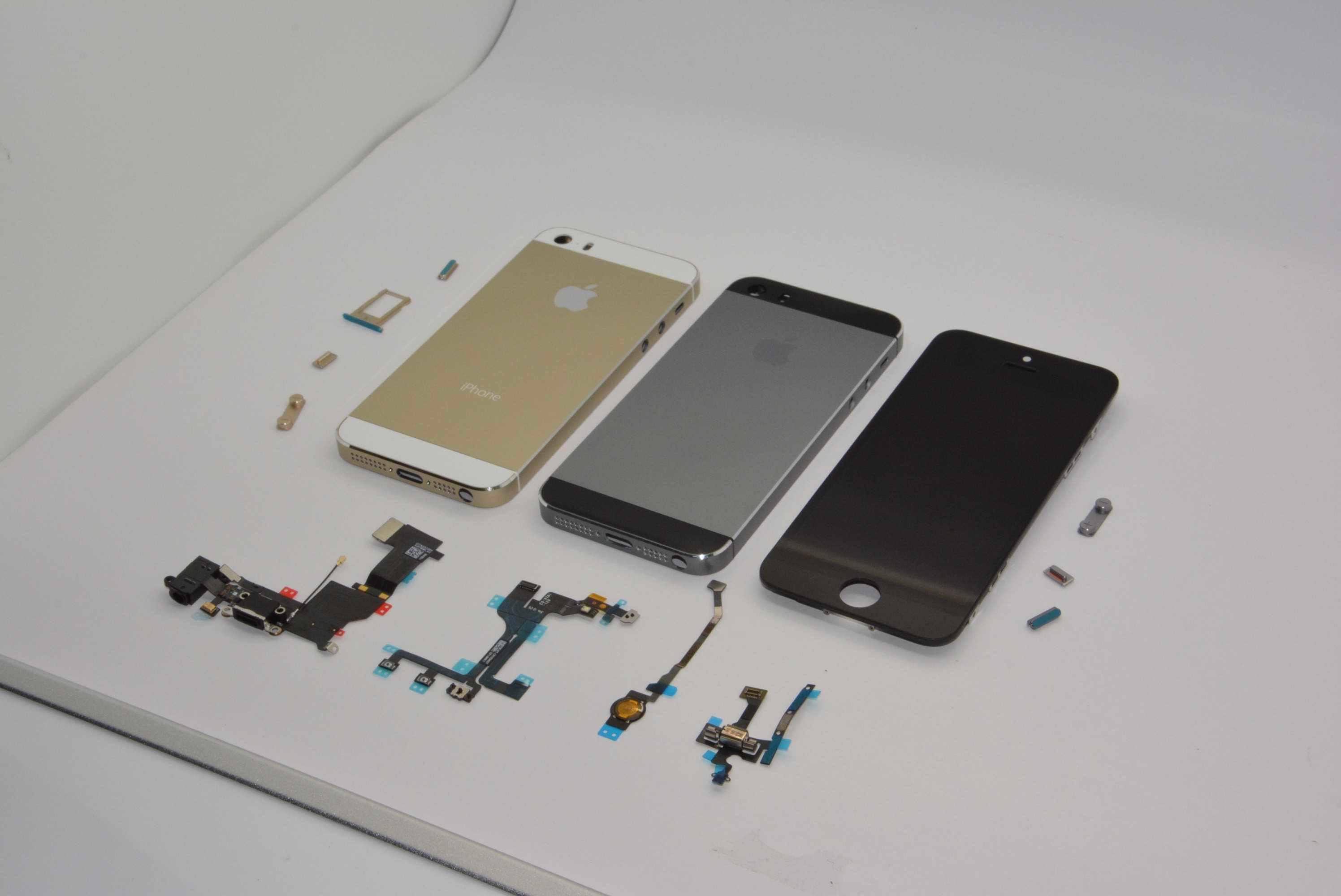 iPhone 5Sは3色展開ではない!?新色グラファイトカラーがリーク!