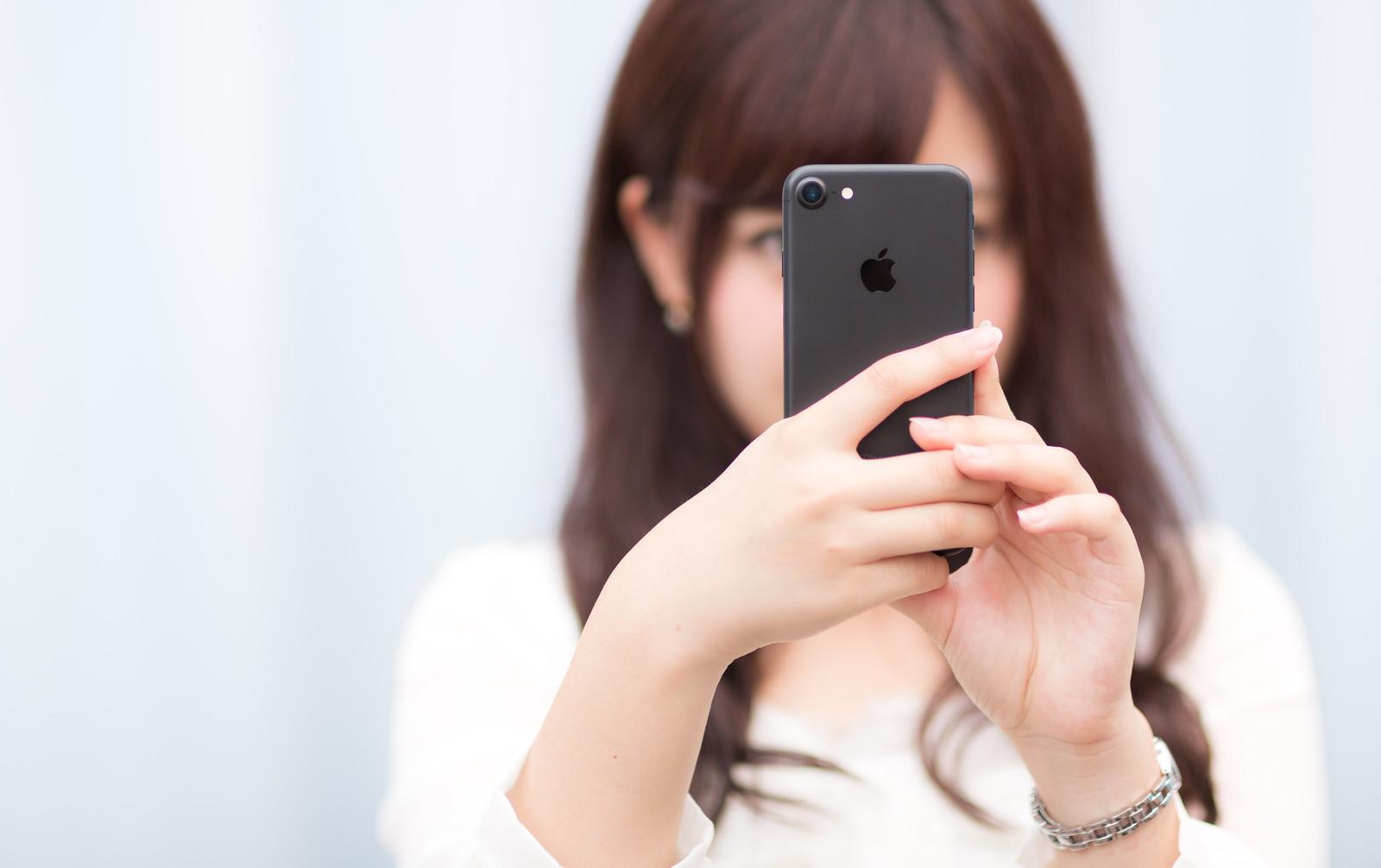 女子高生の「iPhone」利用率は85%、学生に圧倒的な人気