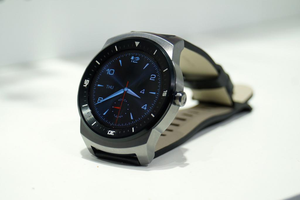 丸型のスマートウォッチ「LG G Watch R」がGoogle Playに登場。気になる価格は?