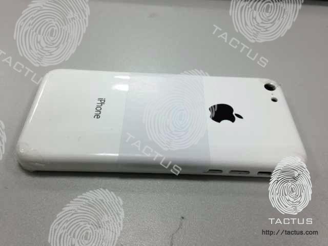 廉価版iPhoneの実機画像2枚がリークー丸みを帯びた3GSのようなデザインに!?