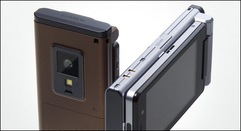 N906iL – HSDPAやGSM、無線LANに対応したBBケータイ。