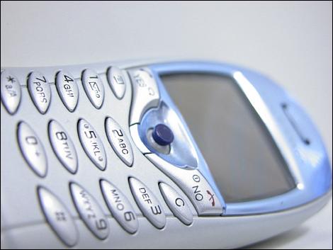 東芝、燃料電池を採用した携帯電話を2009年度末に商品化へ。