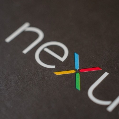 "「Nexus 6(2015)」の実機画像が初めてリーク――""こぶ""デザインに酷評相次ぐ"