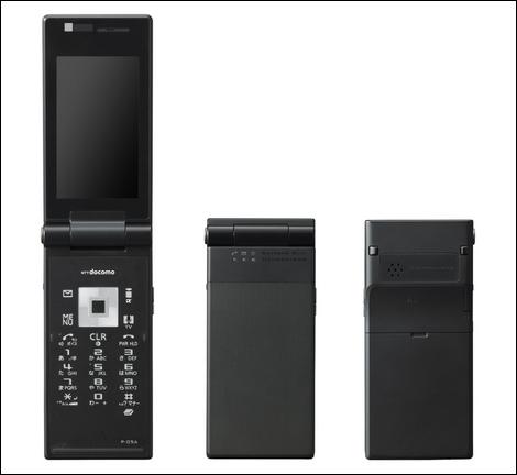 NTTドコモ、薄型カメラレスモデル「P-05A」を発売。