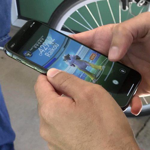 「iPhone X」でポケモンGOをプレイしている写真が投稿される