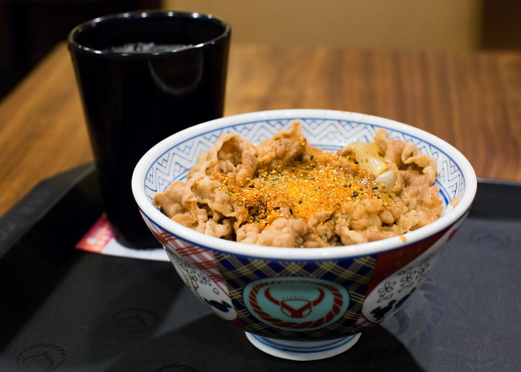 吉野家の牛丼が毎週タダ、ソフトバンクが2月に「SUPER FRIDAY」開催