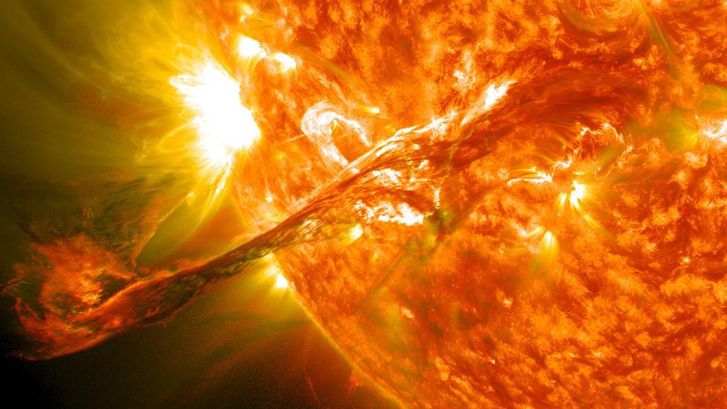 太陽が大規模爆発、9月8日午後3時からGPS誤差や通信障害のおそれ