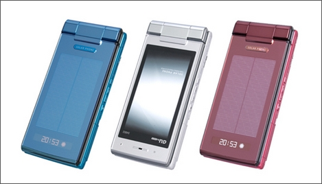 au、ソーラーパネルで充電可能な「SOLAR PHONE SH002」を発売。