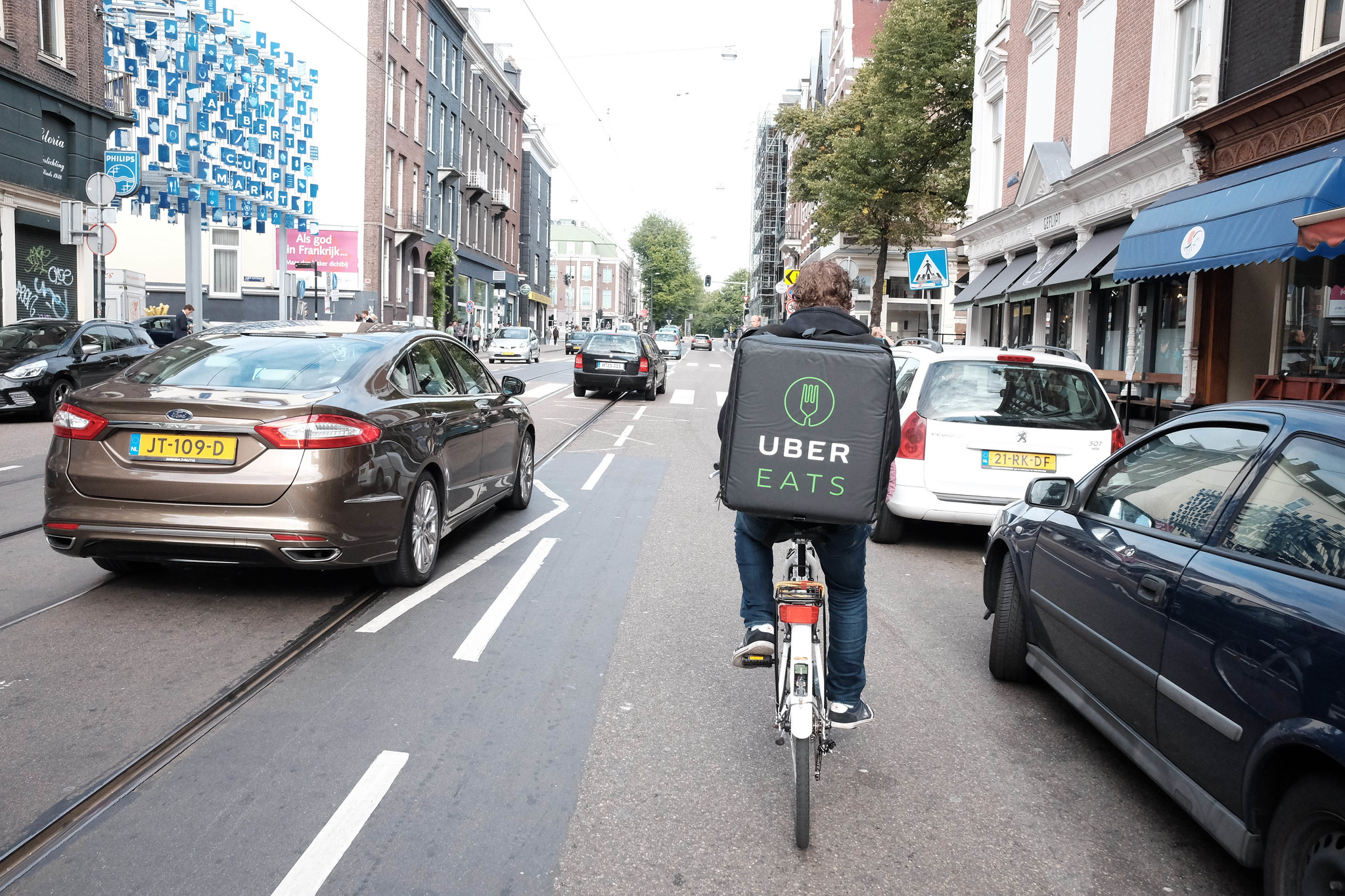 Uber Eats、2つの手数料を追加。10%のサービス料と150円の少額手数料
