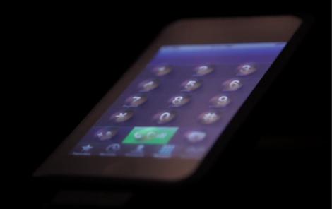 タッチパネルにでこぼこが現れて物理キーになるディスプレイが開発!2013年にも商用化。