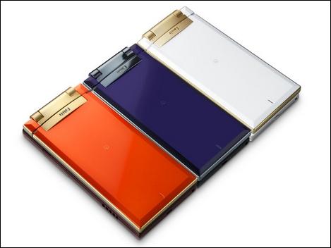 W63H – 有機ELのWVGA液晶が織りなすWoooケータイ。