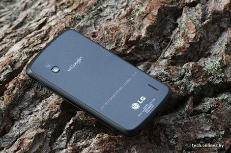 「Nexus 4」はワイヤレス充電機能を搭載していることが明らかに。